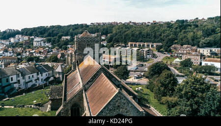 Aerial view of a church and a small graveyard in Hastings, England - Stock Image