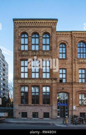 Belrin-Kreuzberg,Wassertorstraße 4, Community College in historic old school building with decorative brickwork façade, arched windows & friezes. Buil - Stock Image