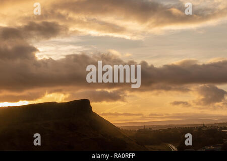 Arthur's Seat under a dramatic sky at dawn - Stock Image