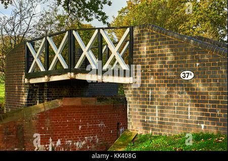 Split bridge over the Stratford upon Avon canal, near Kingswood junction, Lapworth, Warwickshire - Stock Image