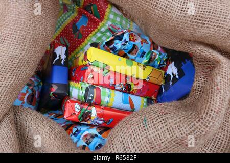 Close up shot of a burlap sack full of presents ready for pakjesavond - Stock Image