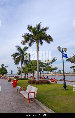 Riverside promenade, Riverside Park, Sisowath Quay, Phnom Penh, Cambodia, Asia - Stock Image