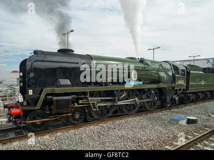 Bulleid Pacific 4-6-2 Steam Locomoive Hauling The Cathedrals Express at Reading -2 - Stock Image