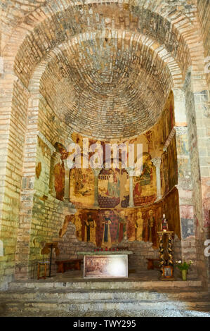 Apse, altar and mural paintings of the XI century romanesque church of Santa María de Iguácel (Larrosa, Garcipollera, Huesca, Aragón, Pyrenees, Spain) - Stock Image