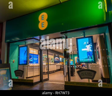 EE,Mobile Phone,Store,Night Time,Apple,Samsung,Sony,Broadband,Sales,Contract - Stock Image