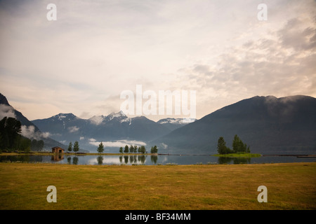 Ross Lake sits on the Canada-USA border. View from the Canadian side in Skagit Valley Provincial Park, British Columbia, - Stock Image