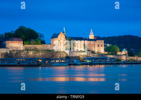 Oslo castle, view at night across Oslo fjord towards the Akershus Festning (fortress) complex sited in the city harbour, Oslo, Norway. - Stock Image