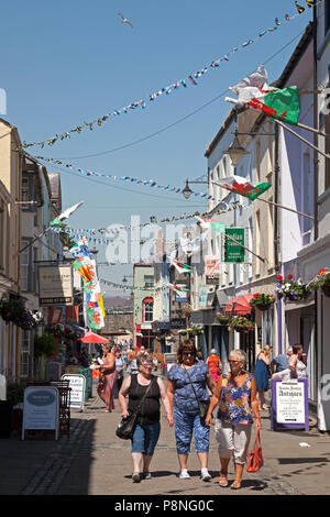 Shoppers and tourists in Palace Street, Caernarfon, Gwynedd, Wales - Stock Image