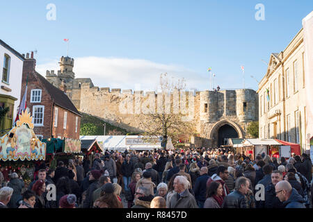 Crowds of people at Castle Hill, Lincoln Christmas Market, Lincolnshire, England, UK - Stock Image