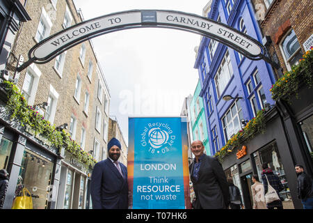 """London, UK. 18th March, 2019. Ranjit Baxi, Founding President of the Global Recycling Foundation, and Simon Quayle, Director of Shaftesbury PLC, mark the celebration of the second annual Global Recycling Day beneath the Carnaby Street arch. This year's theme is """"Recycling into the Future"""", focusing on the importance and power of youth, innovation and education in ensuring a brighter future for the planet. Credit: Mark Kerrison/Alamy Live News - Stock Image"""