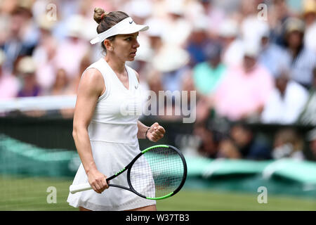 London, UK. 13th July, 2019.London, UK. 13th July, 2019.London, UK.  The All England Lawn Tennis and Croquet Club, Wimbledon, England, Wimbledon Tennis Tournament, Day 12; Simona Halep (ROM) celebrates winning a point against Serena Williams (USA) Credit: Action Plus Sports Images/Alamy Live News Credit: Action Plus Sports Images/Alamy Live News - Stock Image