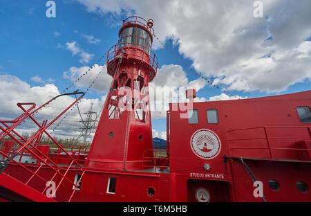 trinity bouy wharf boat  boat recording studio - Stock Image