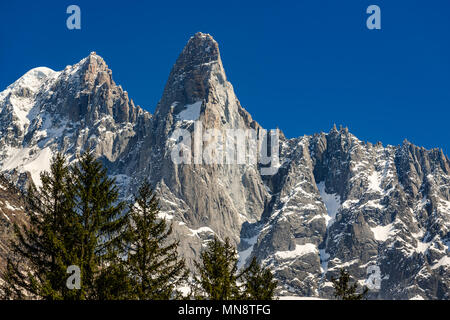 The sheer cliffs of Aiguilles des Drus and Aiguille Verte (left) in the Mont Blanc mountain range. Chamonix, Haute-Savoie (Upper Savoy), Alps, France - Stock Image