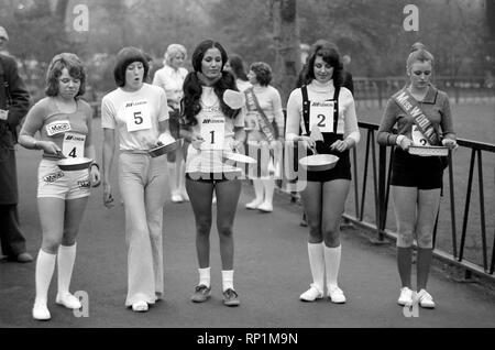 Humour/Unusual/Sport. Charity Pancake Race. Lincoln's Inn Fields. February 1975 75-00807-009 - Stock Image