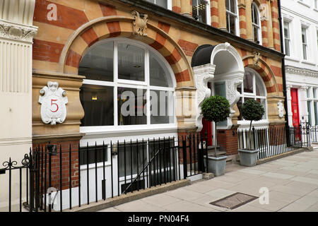 Exterior view of 5 Warwick Court building and entrance in London WC1 England UK  KATHY DEWITT - Stock Image