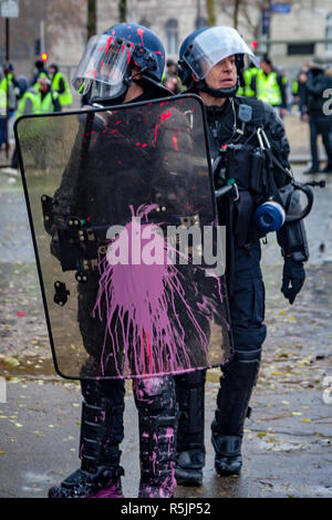 Paris, France. 1st December, 2018.  Police man with pink paint on his shield during the Yellow Vests protest against Macron politic. Credit: Guillaume Louyot/Alamy Live News - Stock Image