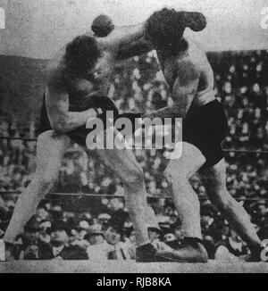 Boxing match for the White Heavyweight Championship between Luther McCarthy and Al Palzer, in Vernon, California, USA, on 1 January 1913. McCarthy won in the 18th round. - Stock Image