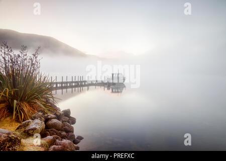 A colde and foggy morning at Lake Rotoroa, Nelson Lakes National Park, New Zealand. - Stock Image