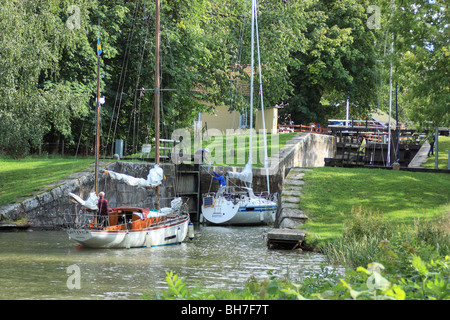 Sailing boats enter into a lock of the Göta Canal in Sweden - Stock Image