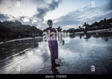 Woman smoking, San Hlan beach, Myanmar. - Stock Image