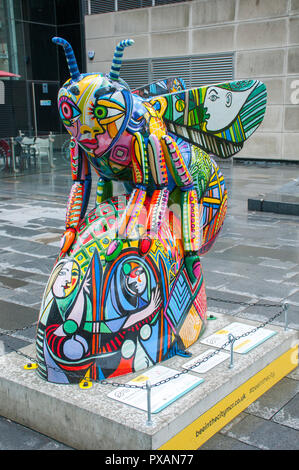 Pablo Bee-Casso, by Jenny Leonard.  One of the Bee in the City sculptures, Crown Square, Spinningfields, Manchester, UK. - Stock Image