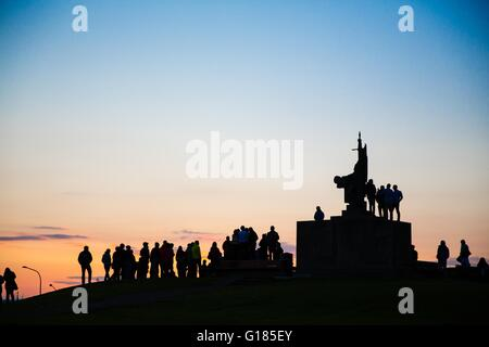 Silhouette of crowd of people around monument at sunset, Reykjavik, Iceland - Stock Image