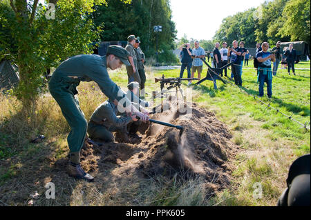 ENSCHEDE, THE NETHERLANDS - 01 SEPT, 2018: German soldiers digging a trench during a military army show for public. - Stock Image