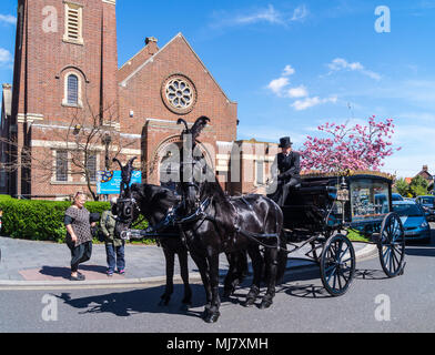 A horse-drawn hearse outside Frinton Free Church by William Hayne,  1911-1935, Italianate style, Connaught Avenue, Frinton-on Sea, Essex, England - Stock Image