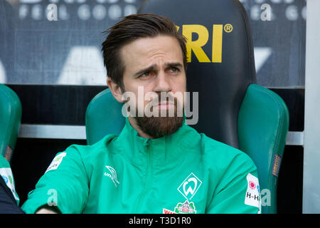 sports, football, Bundesliga, 2018/2019, Borussia Moenchengladbach vs SV Werder Bremen 1-1, Stadium Borussia Park, players bench, Martin Harnik (Bremen), DFL REGULATIONS PROHIBIT ANY USE OF PHOTOGRAPHS AS IMAGE SEQUENCES AND/OR QUASI-VIDEO - Stock Image