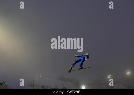 Bischofshofen, Austria. 05th, Jan 2018. Kobayashi Junshiro from Japan soars through the air during the qualification - Stock Image