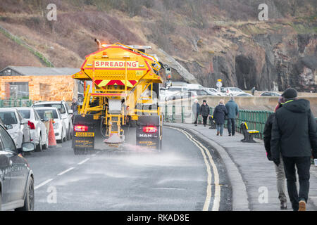 Sandsend, Whitby, North Yorkshire, UK.. 10th February 2019. Salt gritter out gritting the coast road at Sandsend, Whitby as night tempertures expected to fall tonight. Credit: Alan Beastall/Alamy Live News - Stock Image