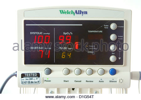 AUTOMATED BLOOD PRESSURE AND PULSE OXIMETRY MACHINE - Stock Image