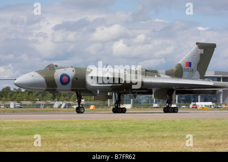 Avro Vulcan bomber landing at Farnborough International Airshow 2008, England, United Kingdom. - Stock Image