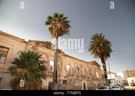Greece, Cyclades islands, Serifos, Megalo Liwadi, abandoned old mansion - Stock Image