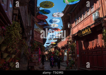 Lijiang. 22nd Apr, 2019. Tourists visit the Lijiang ancient town in southwest China's Yunnan Province, April 22, 2019. According to local authority, tourism started to heat up when a faster train service was launched between Lijiang and provincial capital Kunming in early 2019. During the first season, Lijiang welcomed 12.325 million arrivals and saw a total revenue of 25.637 billion yuan, up 21.5 percent and 15.13 percent respectively than the previous year. Credit: Hu Chao/Xinhua/Alamy Live News - Stock Image