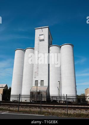 Tall or large grain silos along the railroad or train tracks in Montgomery Alabama, USA. - Stock Image