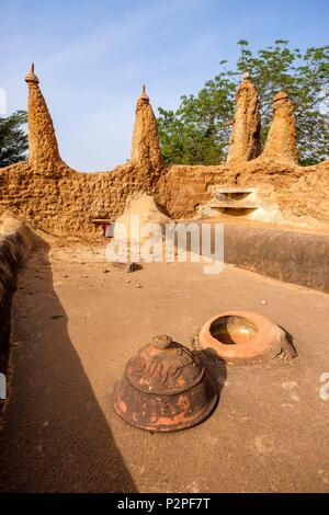 Burkina Faso, Hauts-Bassins region, Bobo-Dioulasso, Dioulassoba mosque, ventilation hole on the roof and lid to close in case of rain - Stock Image