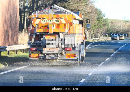 A66 eastbound near Appleby, England, UK - 24 December 2018: uk weather - gritter on the A66 eastbound but Appleby beneath clear afternoon skies ., where temperatures are forecast to drop to freezing overnight Credit: Kay Roxby/Alamy Live News - Stock Image