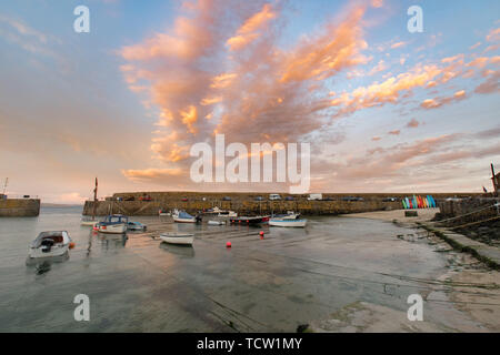 Mousehole, Cornwall, UK. 10th June 2019. UK Weather. Whilst most of the UK was drenched by torrential rain the far south west of the UK at Mousehole had a mostly sunny day. The forecast for tomorrow is heavy rain. Credit Simon Maycock / Alamy Live News. - Stock Image