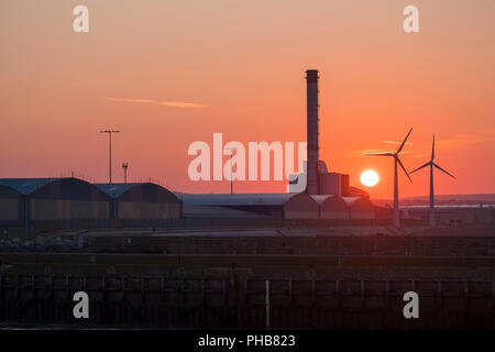 Shorham By Sea, West Sussex. saturday 1st September 2018. UK Weather. Shorham starts the day treated to a spectacular sunrise on a day that is forcast to be fine with temperatures up to 20 degrees. © Photovision Images News ?Alamy Live News. - Stock Image