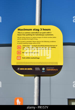 Car parking restrictions sign. Maximum stay 3 hours. Sainsbury's  and Argos Supermarket. Shap Road, Kendal, Cumbria, England, United Kingdom, Europe. - Stock Image