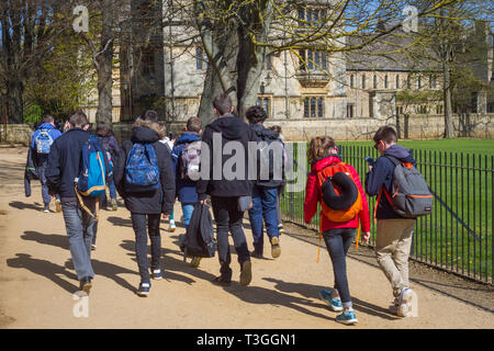A school party walk along Broad Walk in Christ Church Meadow, Oxford - Stock Image