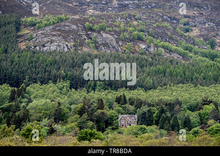 The view from Ruthven Barracks towards a lone house at the foot of Creag Bheag near Kingussie in Cairngorm National Park, Scotland, UK. - Stock Image