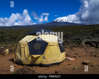 Geodesic tent with view to mountain summit at Shira One Camp on the Lemosho route to Mt Kilimanjaro, Tanzania, Africa - Stock Image