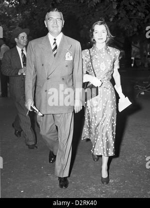 John V. Bouvier III and daughter C. Lee Bouvier (later Mrs Stanislaus Radziwill) at Belmont Park Racetrack, June - Stock Image