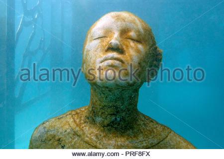 Statue of boy at the Coralarium in Maldives - Stock Image