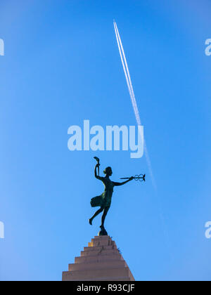 Spirit of Progress statue and aircraft contrail. Old Montgomery Ward Building, Chicago, Illinois. - Stock Image
