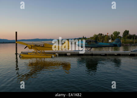 Cessna 195 and PiperSuper Cub docked at the Sky Lark Resort, Seaplane Splash-In, Lakeport, California, Lake County, - Stock Image