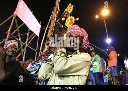 Men carry  Durga statue (pandal) for immersion in Hooghly river during Durga puja celebration in Kolkata, India - Stock Image