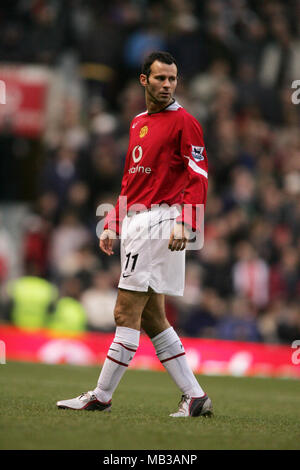 Ryn Giggs playing for Manchester United at Old Trafford. - Stock Image